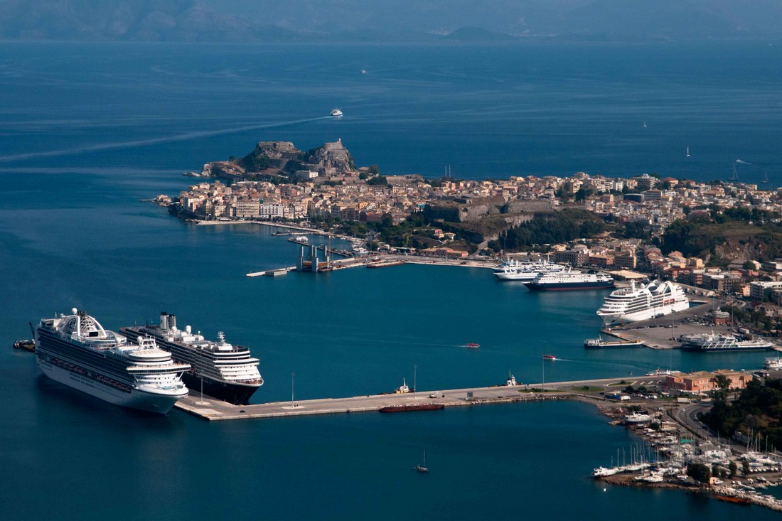 Port-corfu-greece-00002