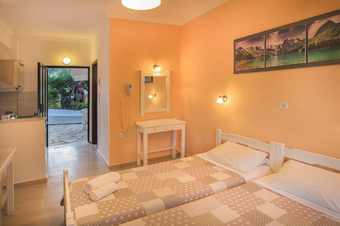 holidays-in-dassia-apartments-and-studios-marilena-Marilena Apartments & Studios-00018